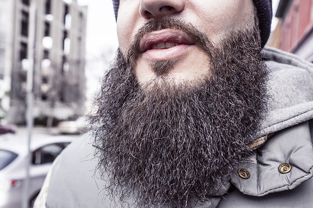 remove beard waves: man with a wavy beard